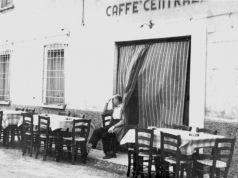 Il caffè centrale della mia città è vecchio