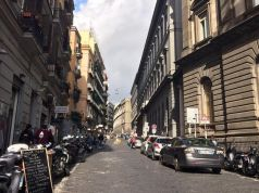 Via Mezzocannone a Napoli, una strada il cui nome nasce dall'ironia impareggiabile dei napoletani-1