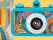 La Sardina si sveste della sua classica mise ispirata al mare per svelare il nuovo rivestimento ispirato all'artista d'avanguardia, Robert Delaunay. In collaborazione con il Museo Thyssen-Bornemisza di Madrid, La Sardina Delaunay è una straordinaria macchina fotografica, ideale per chi desidera un design unico nel suo genere.