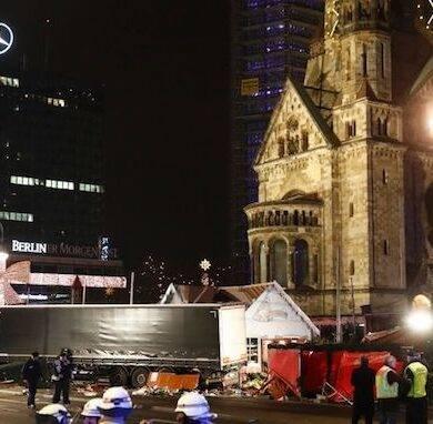 attentato berlino tir impazzito tra la folla