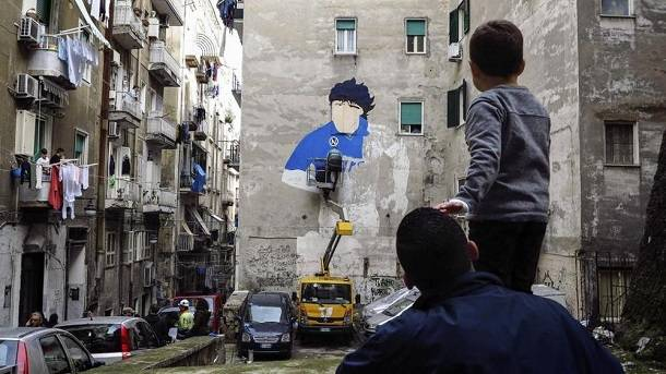 Diego Maradona si racconta stasera al San Carlo