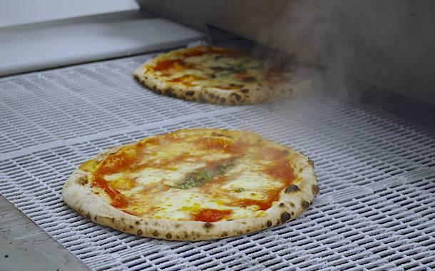 Pizzificio 'A pizza Pizzificio 'A pizza la pizza criogenica parte da napoli