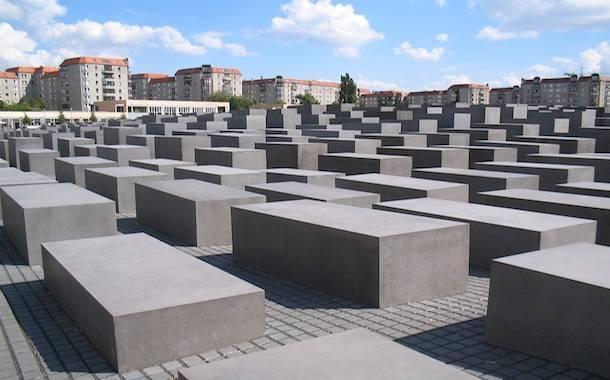 YOLOCAUST Il-Memoriale-dellOlocausto-di-Belrino il giorno della memoria
