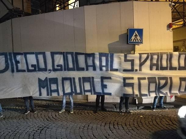 Maradona cori da stadio davanti al teatro san carlo