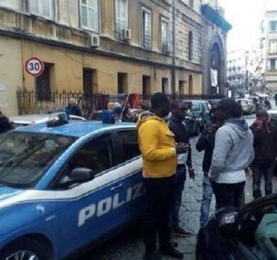 sparatoria in strada a napoli ferita una bambina