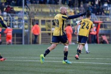 Le Vespe allo stadio Mernti per ottenere la prima vittoria casalinga del nuovo ano.