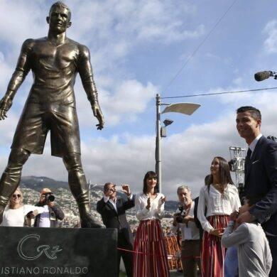 Cristiano Ronaldo statua in bronzo dedicata al campione