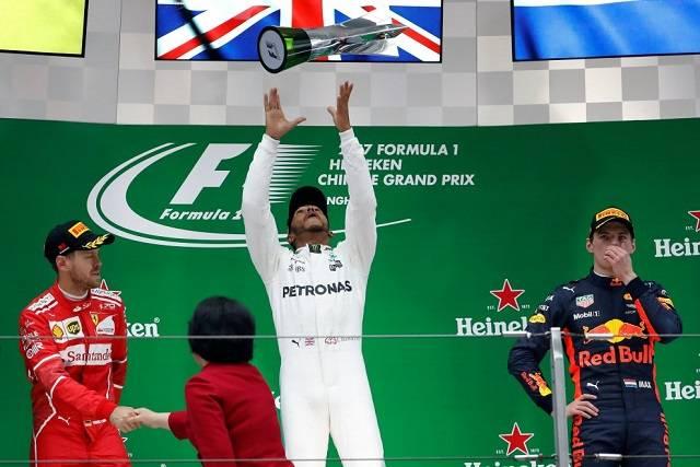 Shanghai, Formula 1. Gran Premio F1, Hamilton primo, Vettel secondo