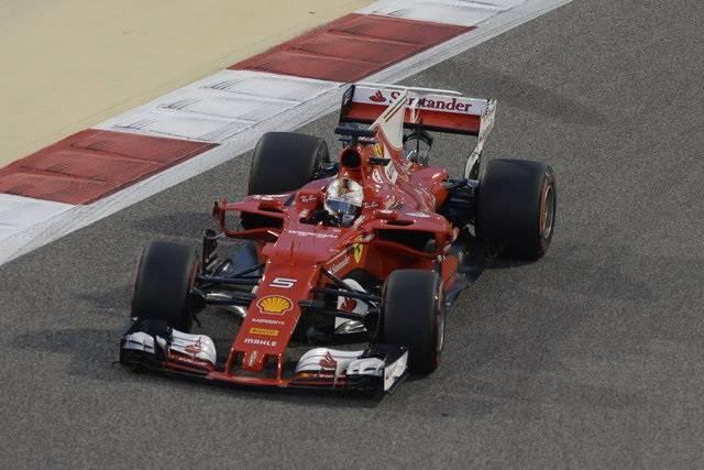 GP Bahrain, la Rossa di Maranello sorprende ancora, Vettel trionfa davanti a Hamilton e Bottas