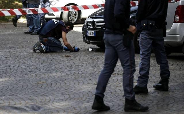 Panico a Roma per l'esplosione di due ordigni nei pressi della Posta Centrale