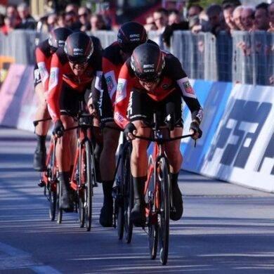 Settima tappa Giro d'Italia ad Ewan, bruciati Gaviria e Bennett