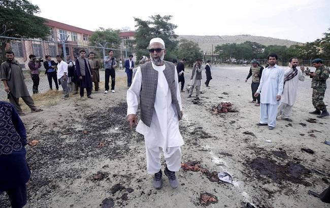 Kabul: tre kamikaze si fanno esplodere in un cimitero, 20 le vittime 87 i feriti