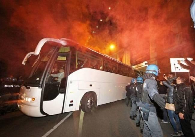 Assalto bus tifosi Juve: arrestati tre presunti ultrà azzurri