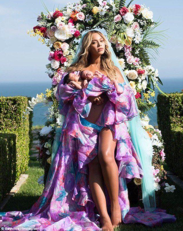 Beyonce- presenta i suoi gemelli