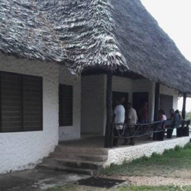 Kenya: coniugi italiani rapinati in villa, ladri uccidono la donna, feriscono gravemente il marito