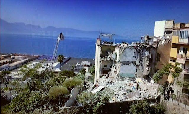Torre Annunziata -palazzina crollata