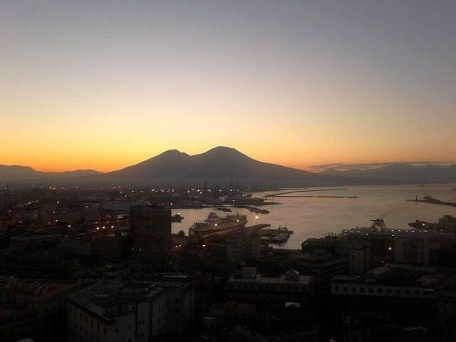 vivere l'alba a Napoli-1