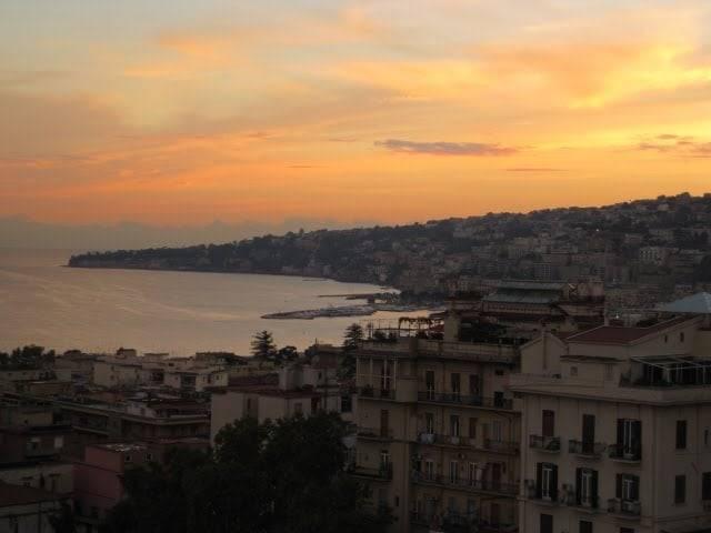 vivere l'alba a Napoli-2