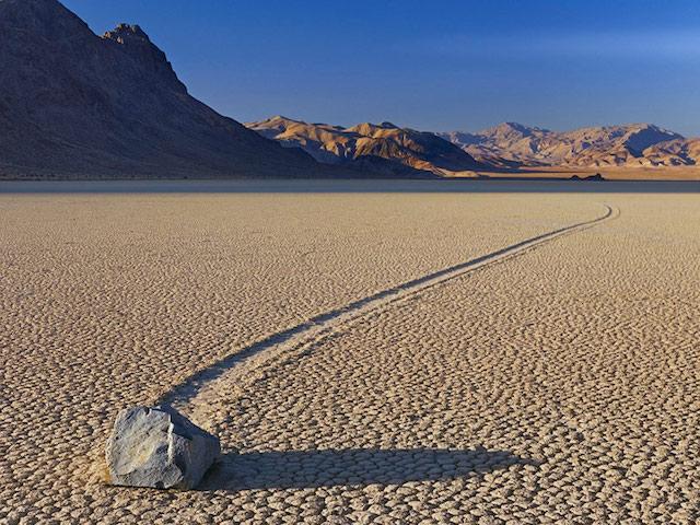 La terra- death-valley le pietre si muovono da sole