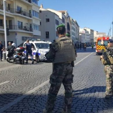 Marsiglia: furgone si lancia contro due fermate autobus, un morto e qualche ferito