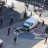 Rambla di Barcellona; furgone si lancia sulla folla, 2 le vittime e molti i feriti, la polizia; attentato terroristico