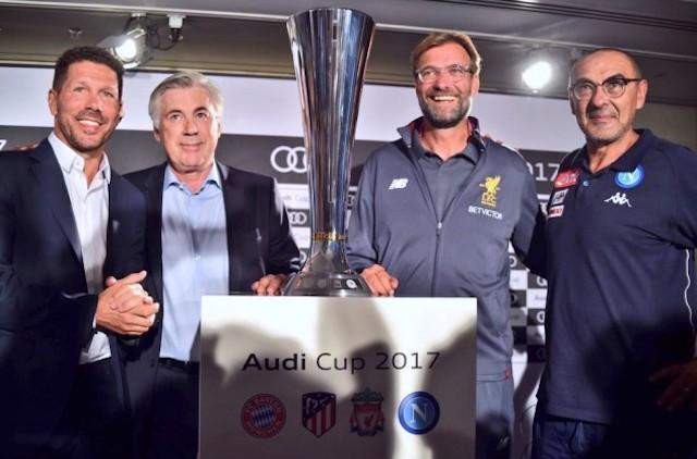 Il tecnico del Napoli, Maurizio Sarri, dopo la partita con l'Atletico Madrid, in conferenza stampa