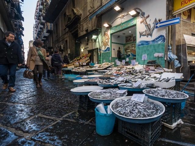 Il pesce a Napoli, la domenica, rappresenta un autentico rito-2
