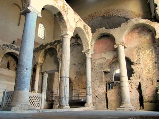 Le Basiliche paleocristiane di Cimitile tra bellezza, simboli e misteri-1