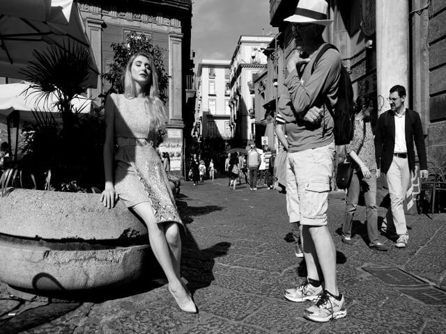Razan Alazzouni illumina il centro storico di Napoli-2