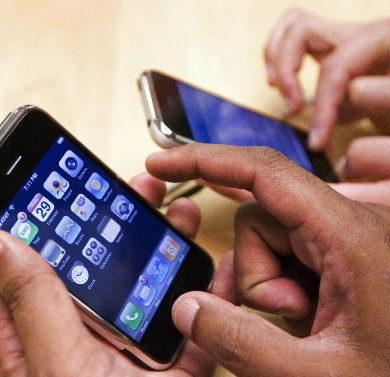 Inchiesta Smartphone: 1 utilizzatore su 4 lo usa 7 ore giorno