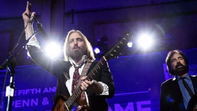 Tom Petty, icona rock colpito da infarto, fans preoccupati