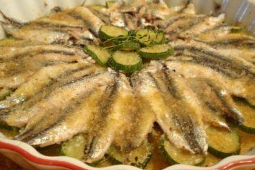 Alici in tortiera, piatto tipico napoletano gustoso veloce ed economico