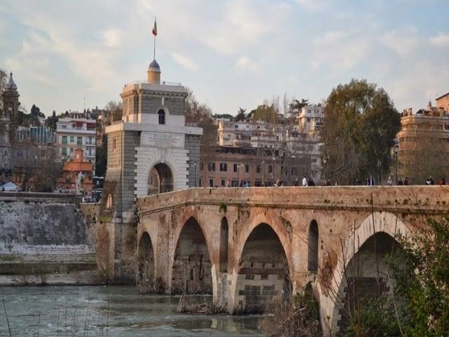 Ponte Milvio rinvenuti resti edificio Roma Imperiale-1
