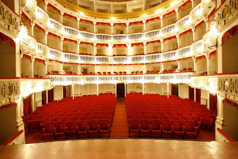 l'Arcobaleno Napoletano Al teatro Sannazzaro