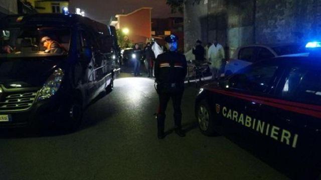 San Giovanni a Teduccio Napoli: bomba carta esplode durante la notte, un morto, un ferito