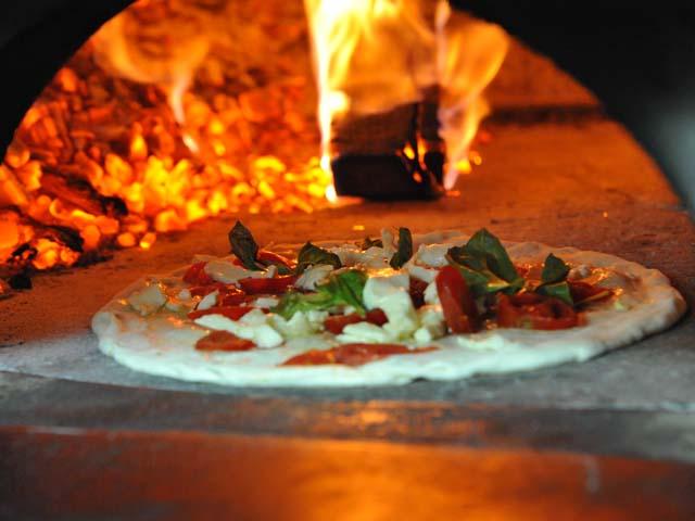 Lavorare come pizzaiolo la professione del futuro-1