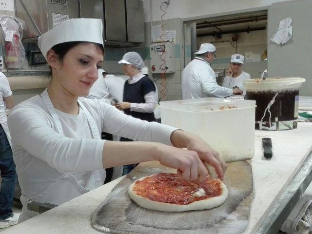 Lavorare come pizzaiolo la professione del futuro-2