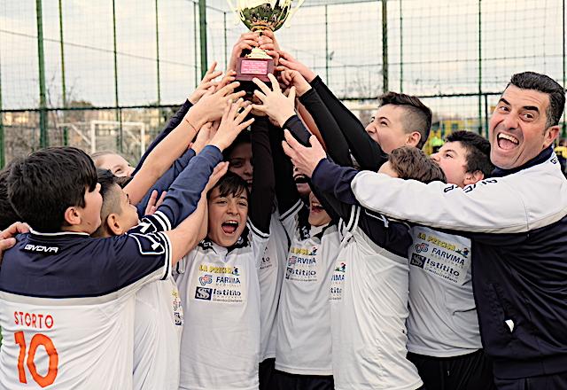 Lo sport del calcio, in Campania rappresenta da sempre, nel cuore dei ragazzi, il mito dei grandi campioni, le scuole calcio sono davvero tante e sfornano molti giovani talenti.