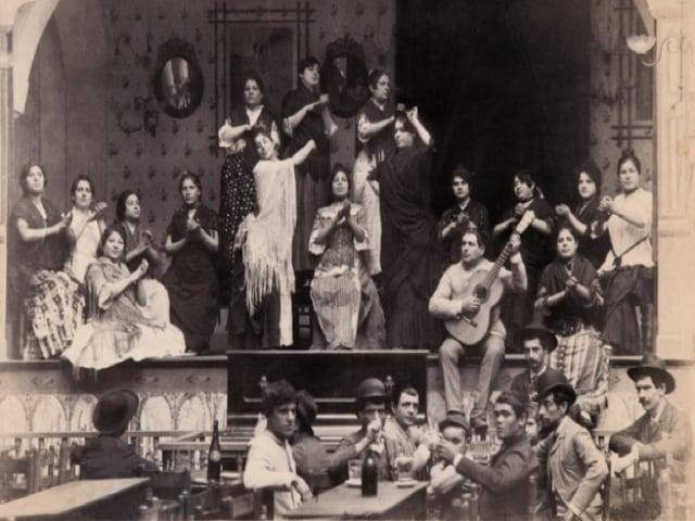 Salone Margherita di Napoli, uno dei primi cafe chantant italiani, intitolato alla regina, inaugurato nel 1890-1