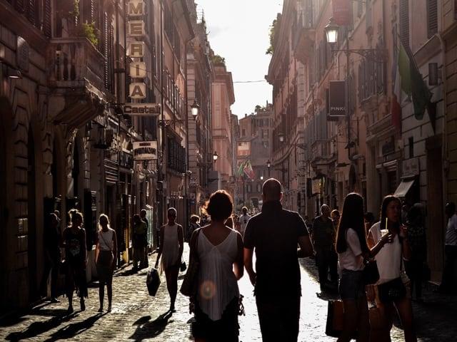 Boom di turisti nel weekend a Napoli, il capoluogo partenopeo ha superato la capitale-1