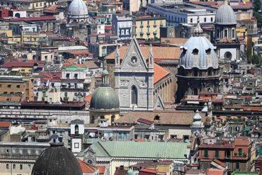 Napoli, la città dalle cinquecento cupole