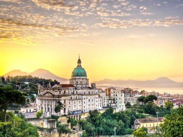 Napoli vista con gli occhi di Elena Ferrante, un'autentica guida per il turista