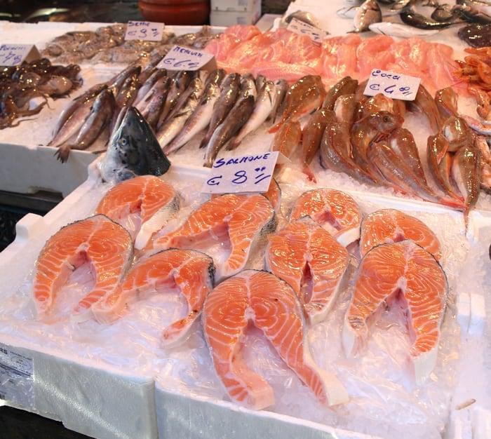 Vico Soprammuro, noto come Ncopp e mura ed il mercato del pesce a Napoli -2