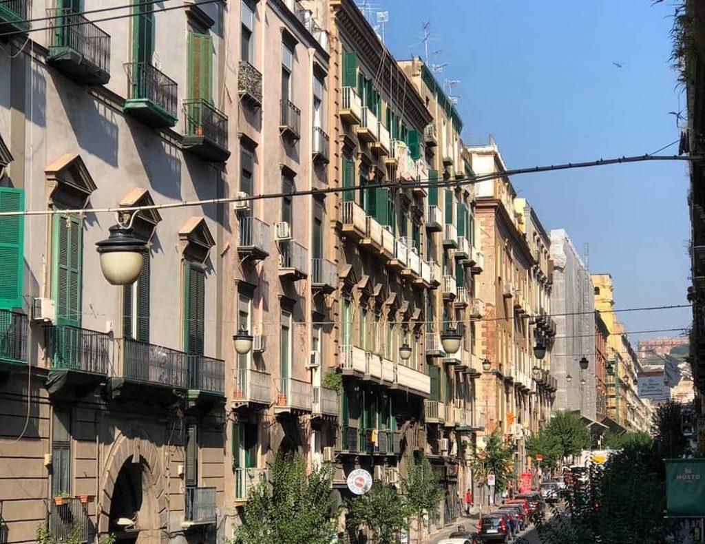 Via Duomo, importantissima strada di Napoli, impregnata di cultura, storia ed arte-1