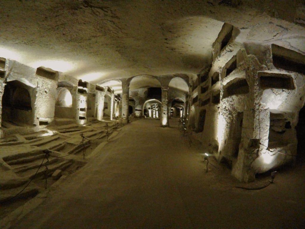 Le Catacombe di San Gennaro, una meravigliosa esperienza di bellezza, arte e storia-3