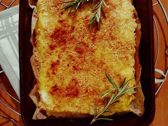Il gatto con salsicce e friarielli, una gustosa variante di un piatto classico napoletano-1