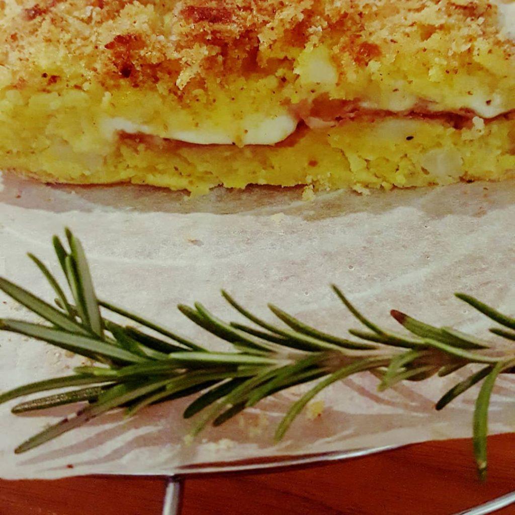 Il gatto con salsicce e friarielli, una gustosa variante di un piatto classico napoletano-2