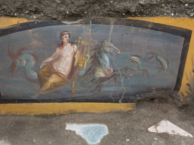 Pompei riportato alla luce un altro antico Termopolio in cui è emersa la figura di una Nereide-1