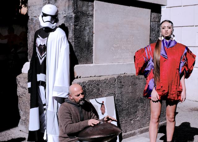 Napoli fashion on the Road -Il Maestro Marco Tirino ai piedi della Statua de Nilo ph iPhotox ©2019