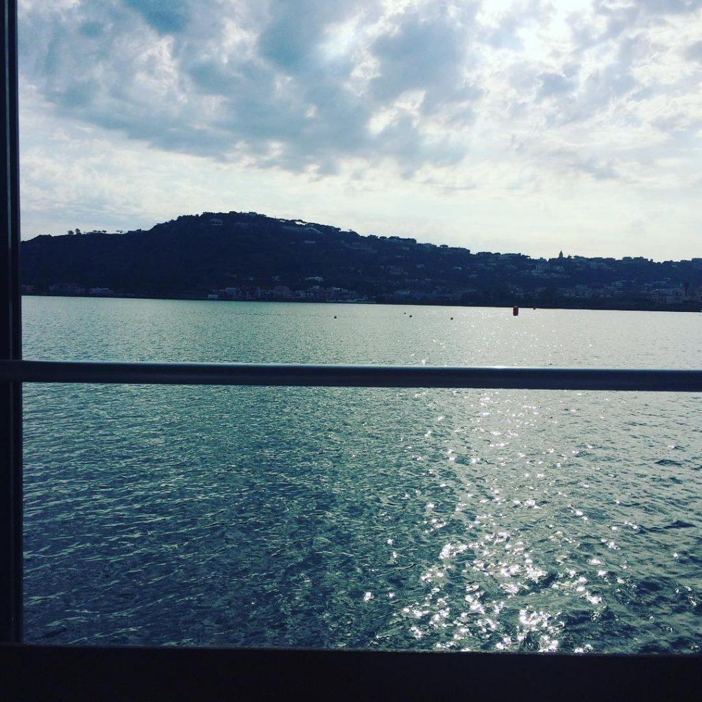 Roof and Sky, il il bar galleggiante che fluttua tra le acque del Lago Miseno-2
